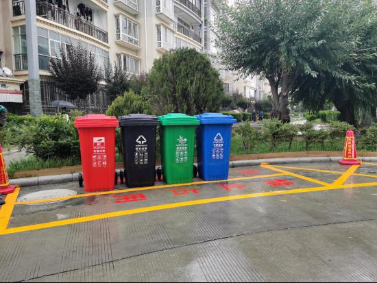 我市在348个居民小区投放垃圾分类收集设施城区范围内居住小区垃圾分类投放设施覆盖率将达92%